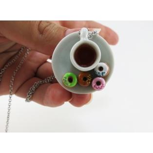 Collier - Petite assiette et tasse de thé & beignes colorés | Chez Laurette